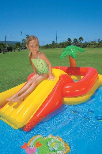 Tobogan en piscina hinchable para niños